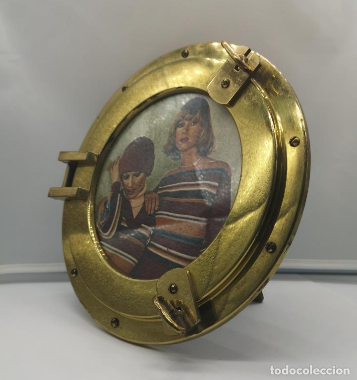 Antigüedades: Marco antiguo art decó en bronce simulando ventana de barco de ojo de buey, reverso de madera . - Foto 5 - 176108223