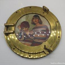 Antigüedades: MARCO ANTIGUO ART DECÓ EN BRONCE SIMULANDO VENTANA DE BARCO DE OJO DE BUEY, REVERSO DE MADERA .. Lote 176108223