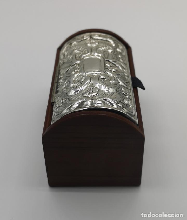 Antigüedades: Bello cofre joyero en madera con tapa en plata de ley repujada y contrastada . - Foto 4 - 176110718