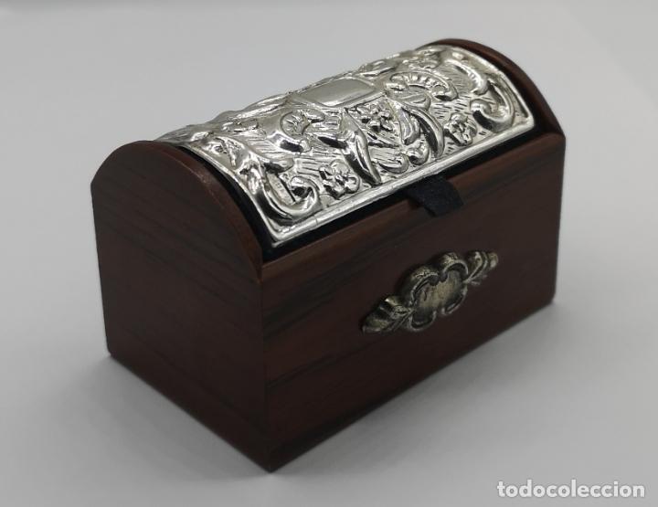 Antigüedades: Bello cofre joyero en madera con tapa en plata de ley repujada y contrastada . - Foto 5 - 176110718