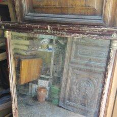 Antigüedades: ESPEJO CON MARCO ANTIGUO, MARCO A RESTAURAR, ESPEJO PERDIENDO LA PLATA. Lote 176175964