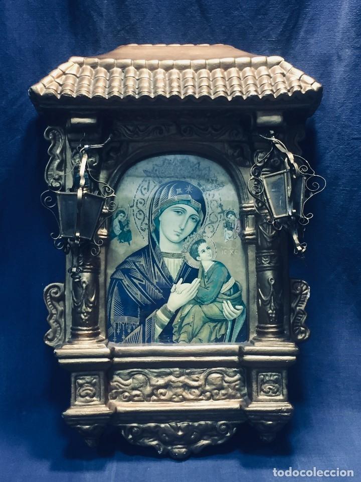 HORNACINA MURAL ESCAYOLA DORADA IMAGEN VIRGEN PERPETUO SOCORRO FAROLILLOS HOJALATA (Antigüedades - Religiosas - Varios)