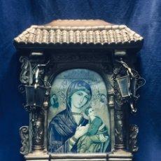 Antigüedades: HORNACINA MURAL ESCAYOLA DORADA IMAGEN VIRGEN PERPETUO SOCORRO FAROLILLOS HOJALATA . Lote 176197125