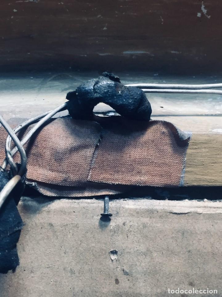 Antigüedades: HORNACINA MURAL ESCAYOLA DORADA IMAGEN VIRGEN PERPETUO SOCORRO FAROLILLOS HOJALATA - Foto 13 - 176197125