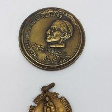 Antigüedades: 2 MEDALLAS DE LOURDES CENTENARIO ( AÑO JUBILAR ) 1958. Lote 176210422