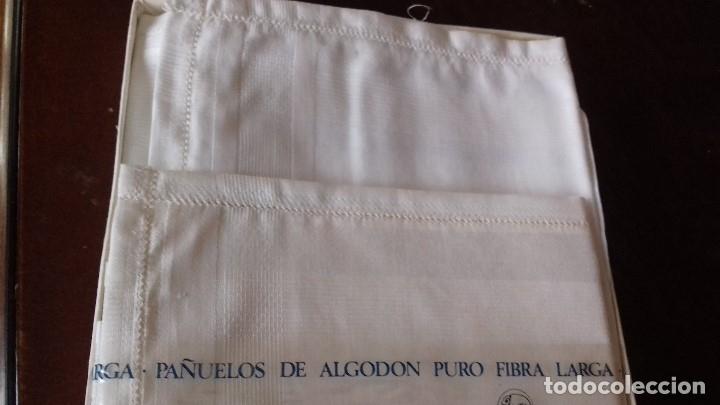Antigüedades: ANIGUA CAJA DE PAÑUELOS DE CABALLERO, DE ALGODON 100%. - Foto 4 - 176221762