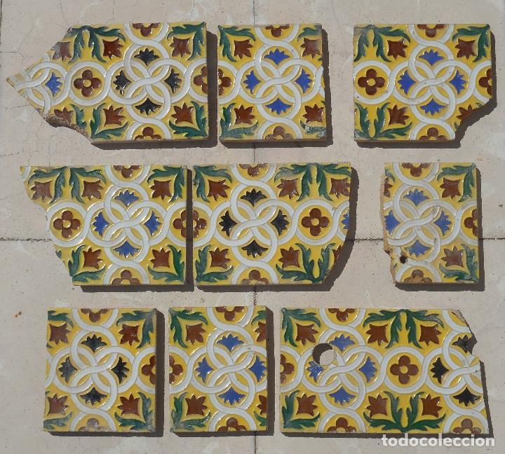 LOTE DE RESTOS DE AZULEJOS DE TRIANA CERÁMICA MENSAQUE , RODRIGUEZ Y CÍA. SIGLO XIX (Antigüedades - Porcelanas y Cerámicas - Otras)
