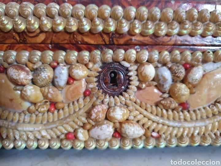 Antigüedades: EXQUISITA Y ANTIGUA CAJA JOYERO DECORADA CON CONCHAS - Foto 2 - 176275828