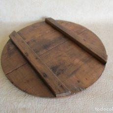 Antigüedades: ANTIGUA TAPA DE TINAJA MADERA RESTAURADA 38 CM DIAMETRO. Lote 176285032