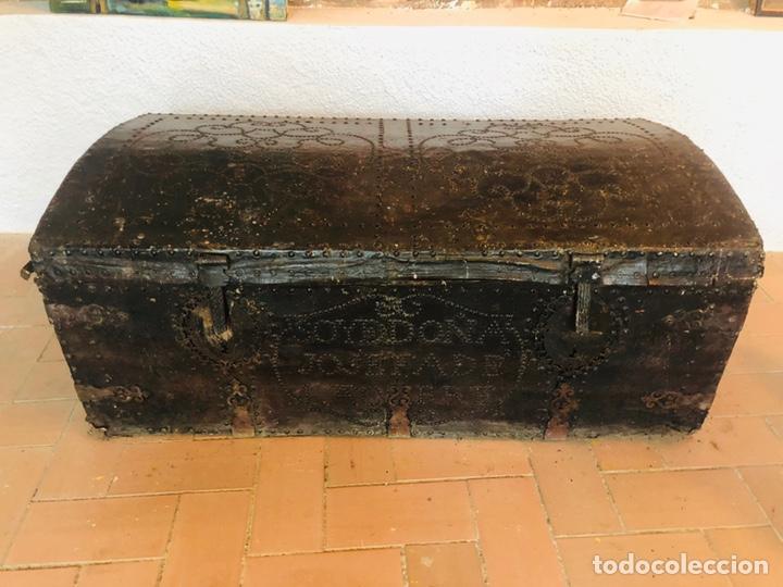 BAÚL FORRADO EN CUERO (Antigüedades - Muebles Antiguos - Baúles Antiguos)