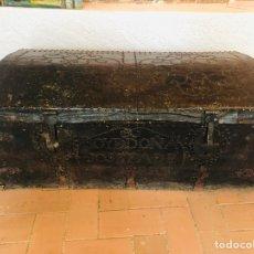 Antigüedades: BAÚL FORRADO EN CUERO. Lote 176313712
