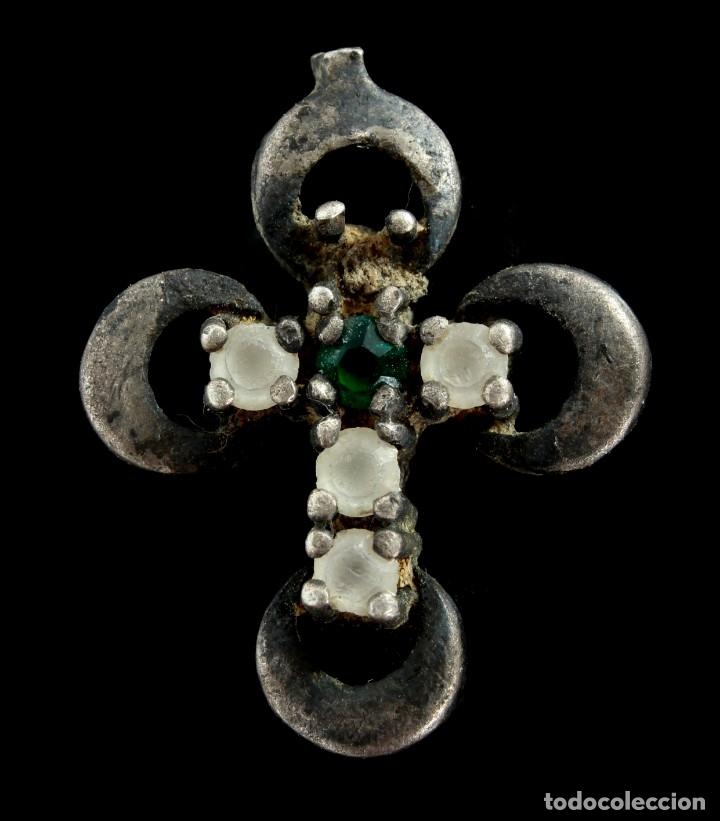 CRUZ RELIGIOSA DE PLATA, SIGLOS XVI-XVII, 19X15 MM. (Antigüedades - Religiosas - Cruces Antiguas)