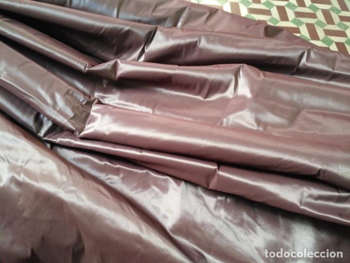 Antigüedades: 3 metros x 2,5 metros tela malva tornasol tipo tafetan ideal manto virgen tunica cristo semana santa - Foto 7 - 176318884