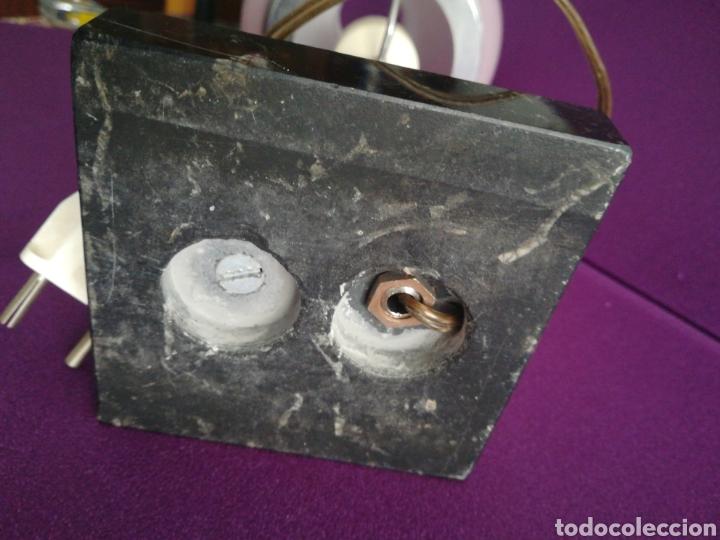 Antigüedades: Lámpara de mesa o mesilla con figura y peana de mármol. Vintage retro - Foto 4 - 176335398