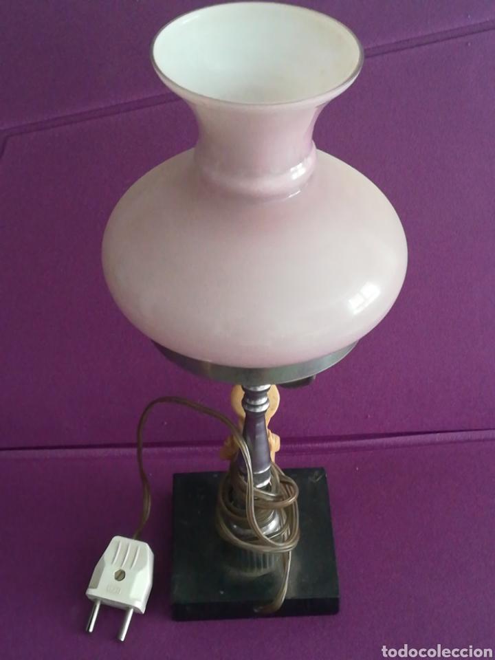 Antigüedades: Lámpara de mesa o mesilla con figura y peana de mármol. Vintage retro - Foto 5 - 176335398