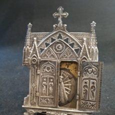 Antigüedades: CAPILLA DE PLATA CON MEDALLA DE VIRGEN MONTSERRAT DE PLATA. Lote 176337775