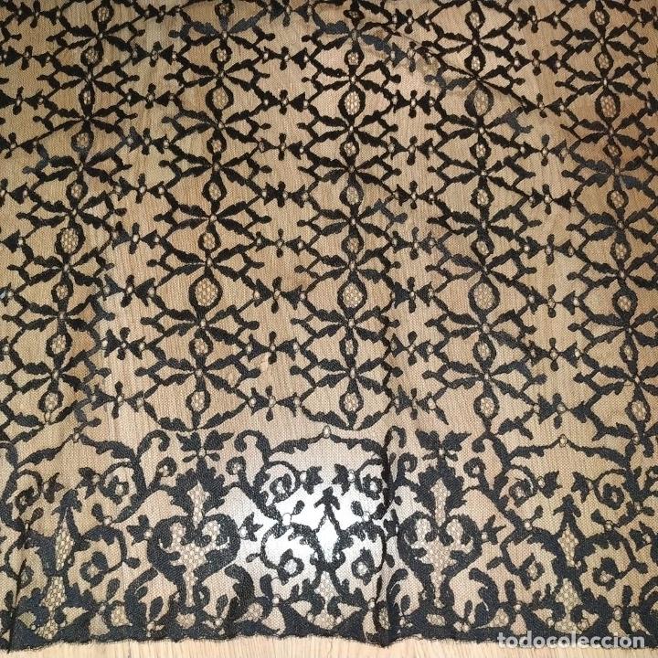 Antigüedades: GRAN MANTILLA. 240X105. BORDADO A MANO SOBRE TUL. ESPAÑA. XIX-XX - Foto 4 - 176343678