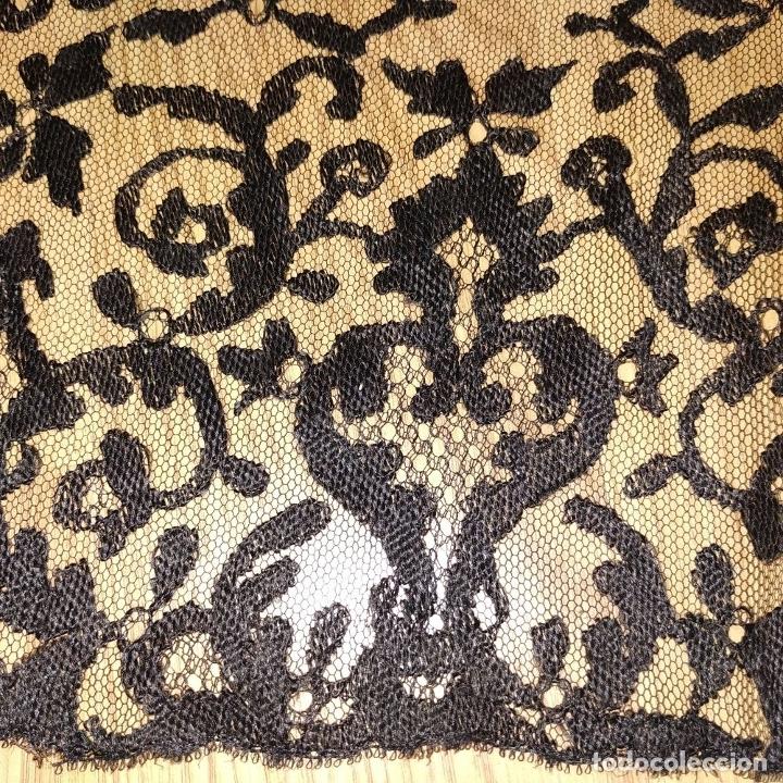 Antigüedades: GRAN MANTILLA. 240X105. BORDADO A MANO SOBRE TUL. ESPAÑA. XIX-XX - Foto 6 - 176343678