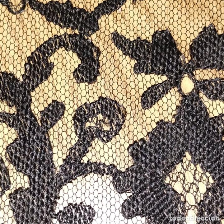 Antigüedades: GRAN MANTILLA. 240X105. BORDADO A MANO SOBRE TUL. ESPAÑA. XIX-XX - Foto 10 - 176343678