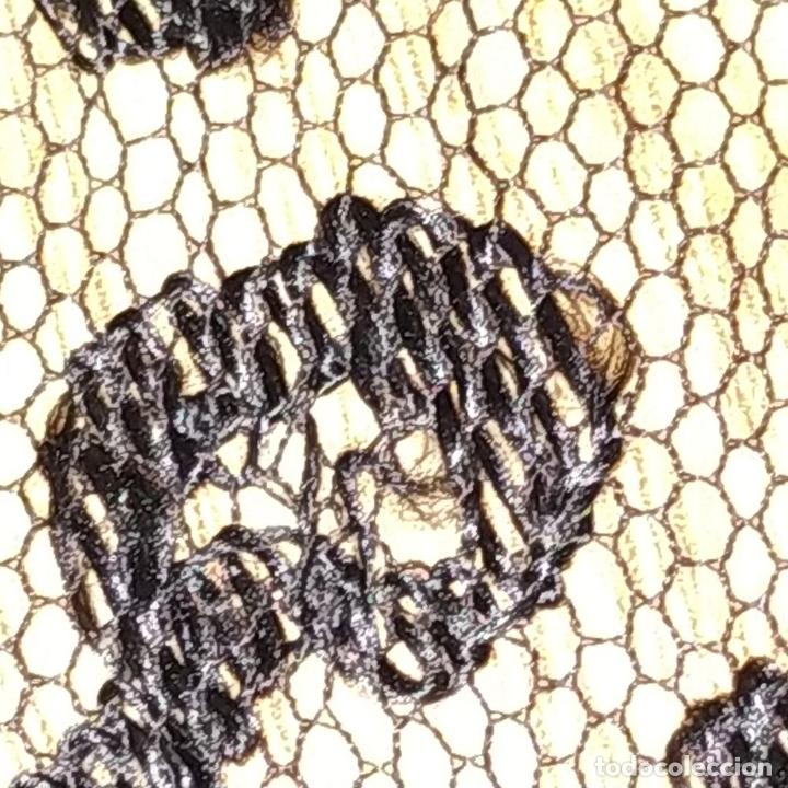 Antigüedades: GRAN MANTILLA. 240X105. BORDADO A MANO SOBRE TUL. ESPAÑA. XIX-XX - Foto 11 - 176343678