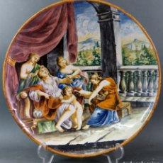 Antigüedades: PLATO EN CERÁMICA PINTADA CON ESCENA MITOLÓGICA ITALIA SIGLO XIX. Lote 176353053