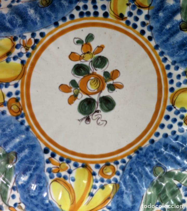 Antigüedades: Plato acuencado en cerámica Manises Arenas con marca de alfar marca AS siglo XIX - Foto 2 - 176354689