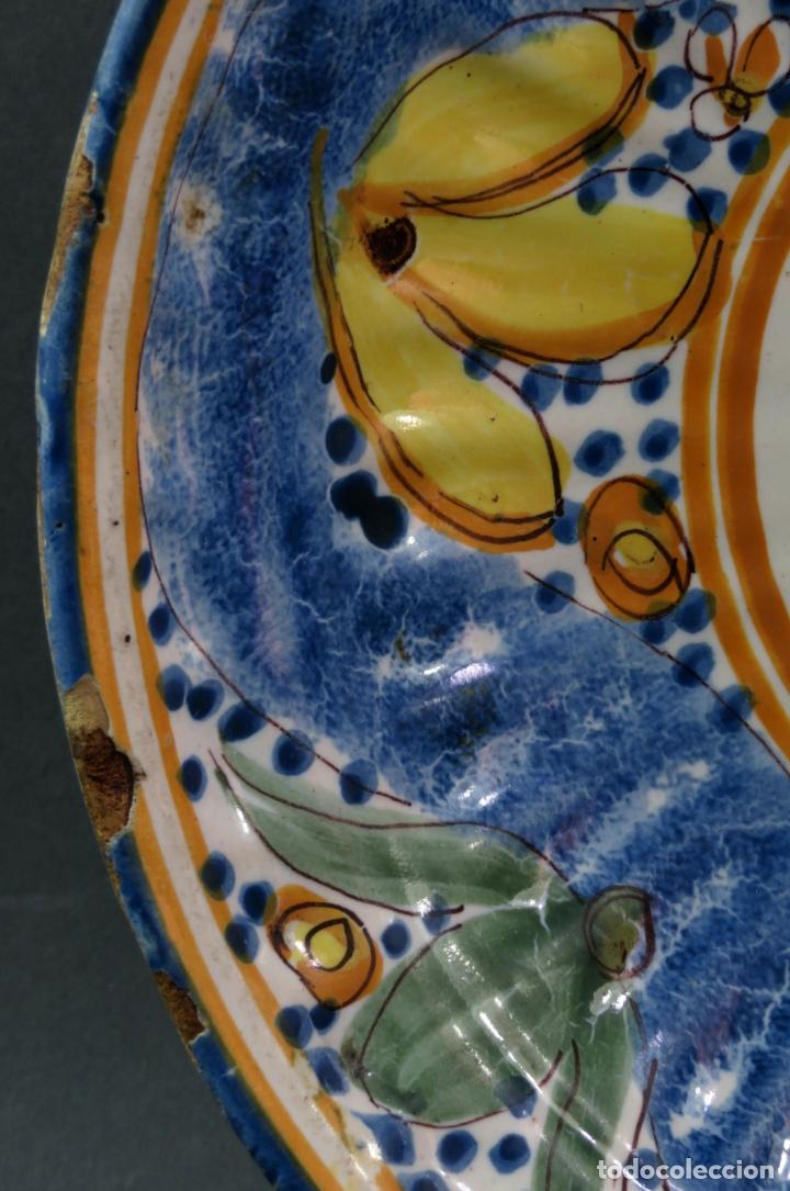 Antigüedades: Plato acuencado en cerámica Manises Arenas con marca de alfar marca AS siglo XIX - Foto 3 - 176354689