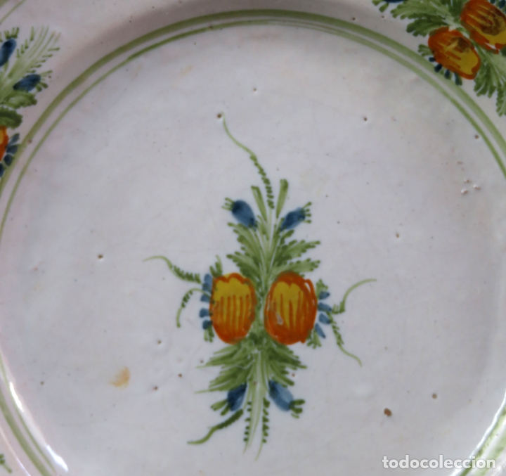 Antigüedades: Plato acuencado en cerámica Onda Ribesalbes con frutos en el asiento y alero Manises siglo XIX - Foto 2 - 176354962