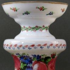 Antigüedades: JARRÓN EN CRISTAL OPALINA DE LA GRANJA PINTADO A MANO SIGLO XIX. Lote 176366210