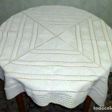 Antigüedades: ANTIGUO TAPETE DE GANCHILLO O CROCHET.GRUESO Y PESADO.115 X 115 CM.. Lote 176376675