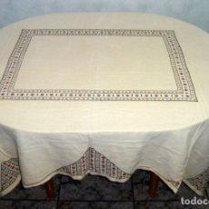 Antigüedades: ANTIGUO MANTEL BORDADO A PUNTO DE CRUZ.COLOR CREMA.180 X 145 CM.. Lote 176379210