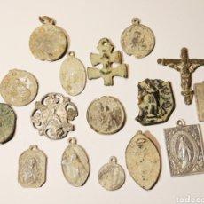 Antigüedades: INSIGNIAS, MEDALLAS, RELICARIOS, PARA LIMPIAR Y CLASIFICAR. Lote 176387202