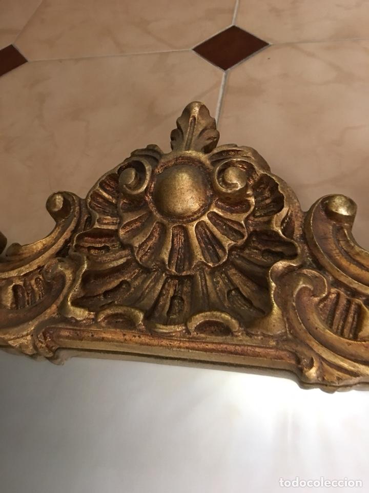 Antigüedades: Antiguo espejo de madera con pan de oro. Espejo antiguo años 70´s - Foto 2 - 176425862