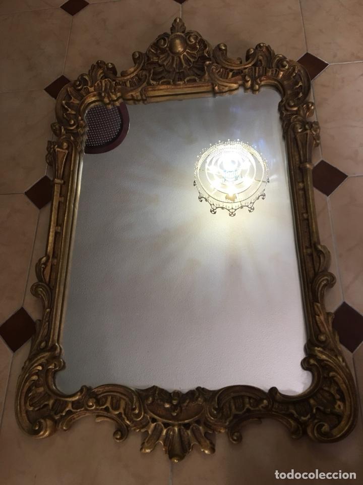 Antigüedades: Antiguo espejo de madera con pan de oro. Espejo antiguo años 70´s - Foto 3 - 176425862