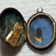Antigüedades: ANTIGUO RELICARIO EN PLATA CERCO DE CRISTAL EN ORO BAJO. Lote 176429170