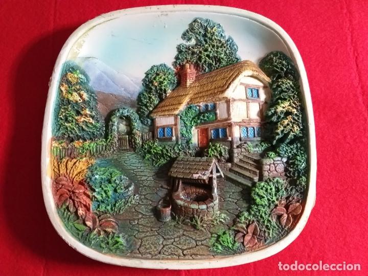 Antigüedades: Plato decorativo fabricado en Inglaterra. Pintado a mano. En relieve. Casa de campo - Foto 2 - 176429702