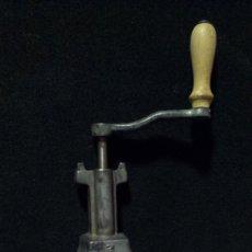 Antigüedades: MECANISMO Y MANIVELA DE LA HELADERA ELMA Nº 2. Lote 176439255