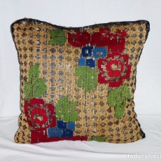 Antigüedades: ANTIGUO COJIN BORDADO SOBRE RED O MALLA.42 X 42 CM.. Lote 176448317