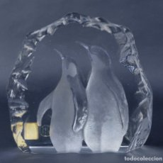 Antiguidades: CRISTAL ROYAL KRONA SWEDEN CON IMAGEN DE PINGÜINOS AÑOS 70 . Lote 176473938