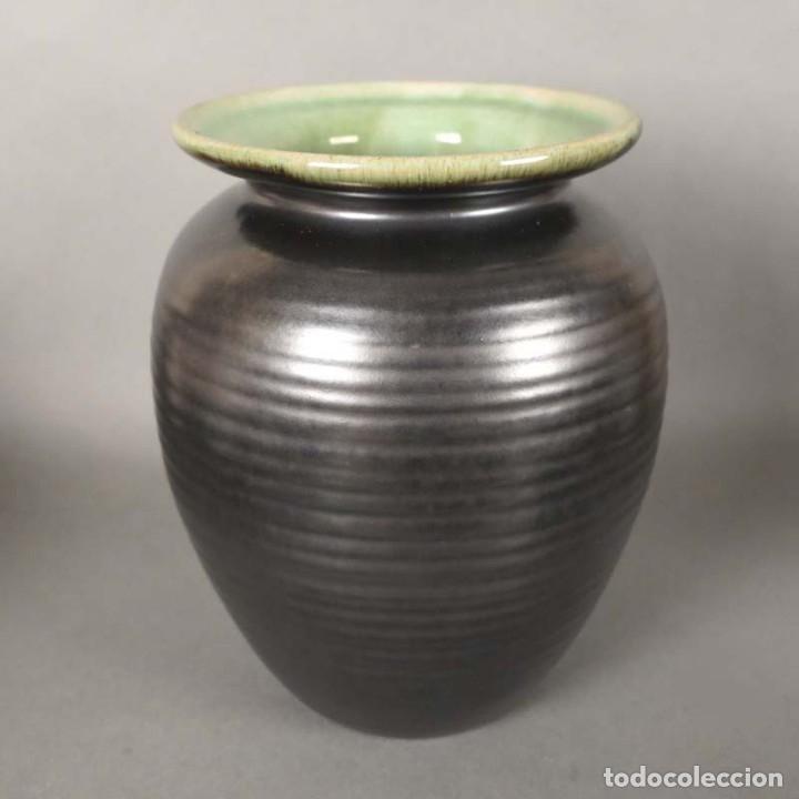 FLORERO DE CERAMICA DE LA MAJOLIKA KARLSRUHE DE MARTHA KATZER. 1939 (Antigüedades - Porcelana y Cerámica - Alemana - Meissen)