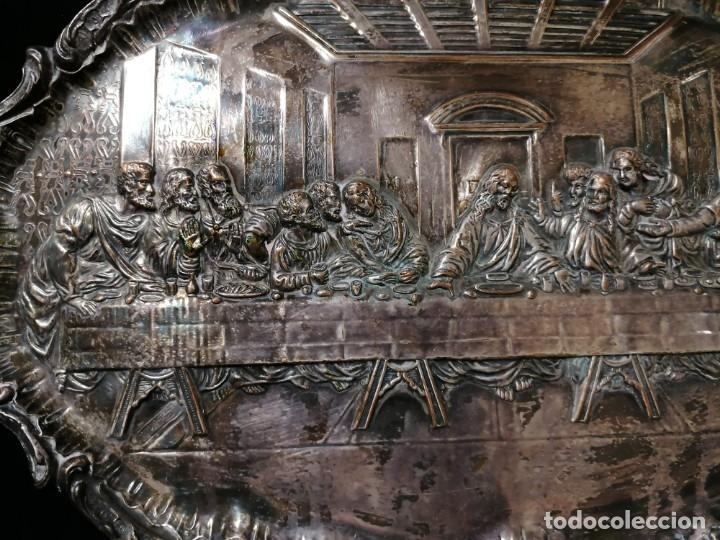 Antigüedades: Antigua bandeja cincelada baño plata de escena la Ultima Cena - Foto 2 - 176531705