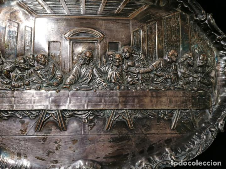 Antigüedades: Antigua bandeja cincelada baño plata de escena la Ultima Cena - Foto 3 - 176531705