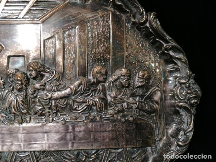 Antigüedades: Antigua bandeja cincelada baño plata de escena la Ultima Cena - Foto 5 - 176531705