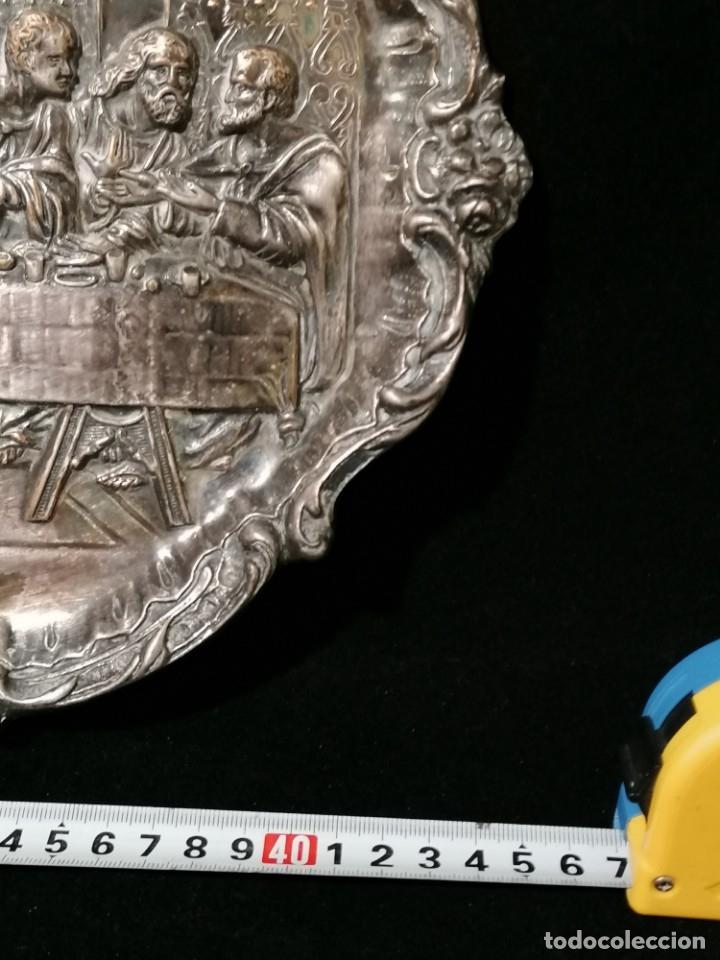 Antigüedades: Antigua bandeja cincelada baño plata de escena la Ultima Cena - Foto 7 - 176531705