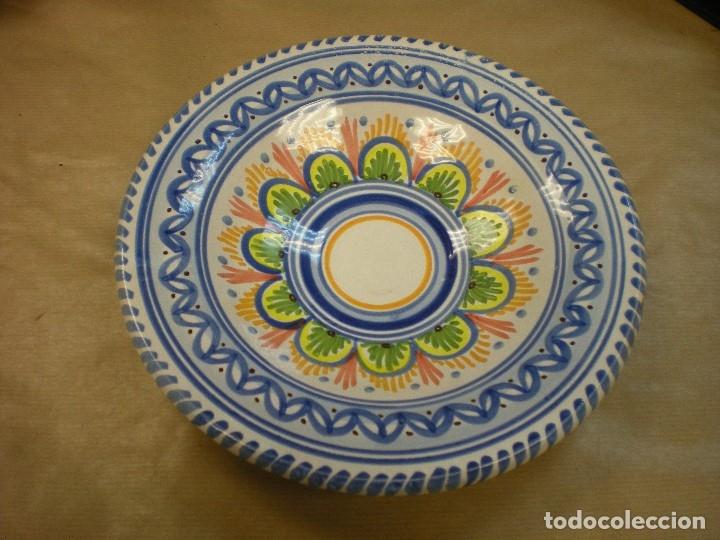 PLATO CERAMICA TALAVERA PINTADO A MANO D22CM (Antigüedades - Porcelanas y Cerámicas - Talavera)
