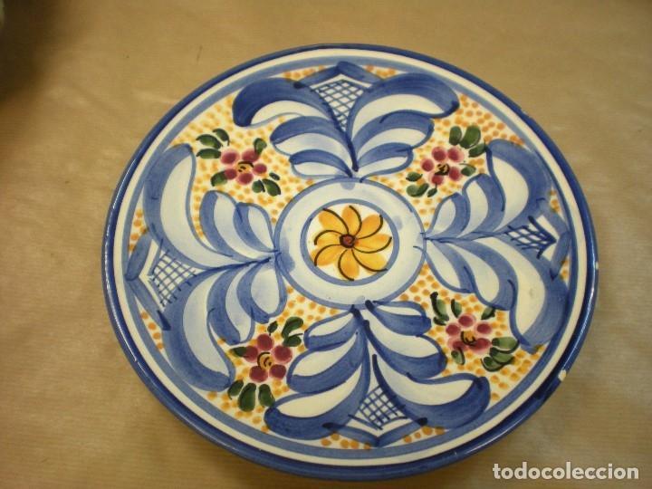 PLATO CERAMICA TALAVERA PINTADO A MANO D22,5CM (Antigüedades - Porcelanas y Cerámicas - Talavera)