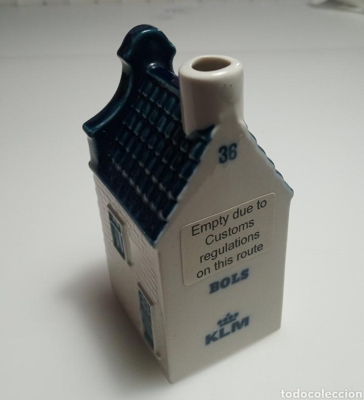 Antigüedades: Botella de licor forma de casa casita holandesa KLM 36 cerámica Delft - Foto 3 - 183530166