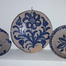 Antigüedades: 2 PLATOS Y FONDO CERAMICA ANTIGUA FAJALAUZA (GRANADA ). Lote 176570180