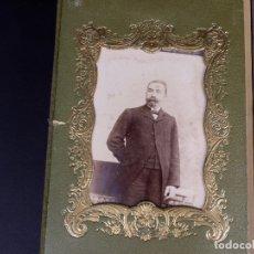 Antigüedades: ALBUM DESPLEGABLE EN DOS. PORTADA EN CUERO ILUSTRADA CON MOTIVOS FLORALES. Lote 176585420