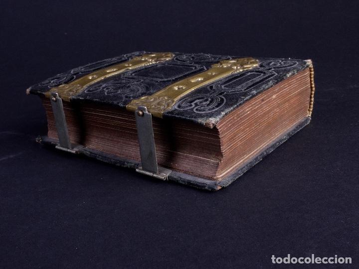 Antigüedades: ALBUM EN CUERO REPUJADO CON CIERRE DE DOS HERRAJES - Foto 4 - 176586780